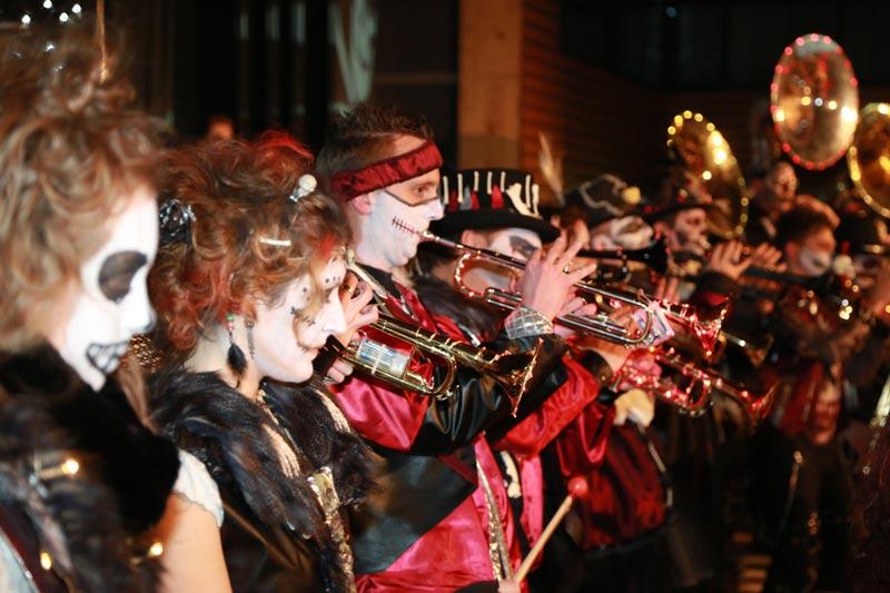 Guggenmusik Nausstragger Wäschenbeuren Trompeten und Sousaphone