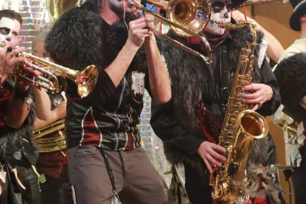 nausstragger-guggamusik-waeschenbeuren-2016-fasnetsparty-musikverein-weissenstein
